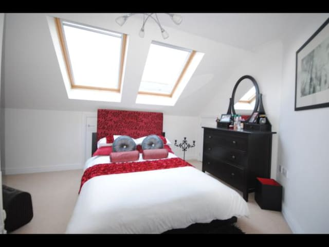 Private room and Bathroom in spacious flat. - Sidmouth - Appartamento