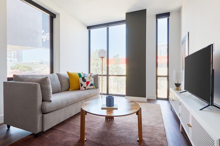 Sonder   Shift Apartments   Sun-Filled 2BR + Pool
