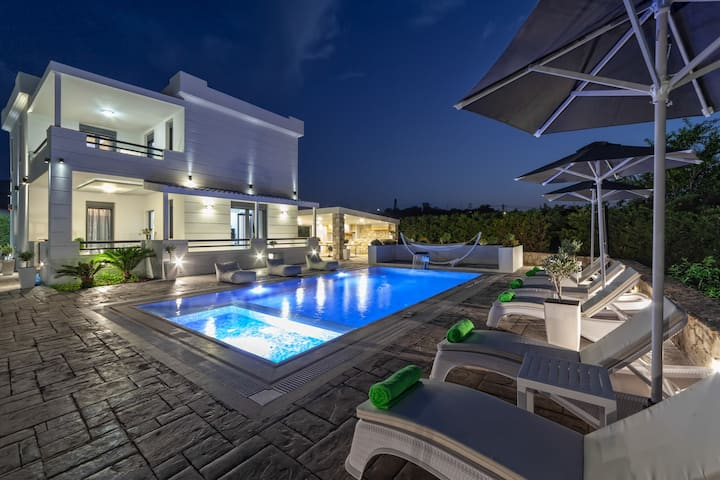 Villa Green Diamond  with Private Heated Pool