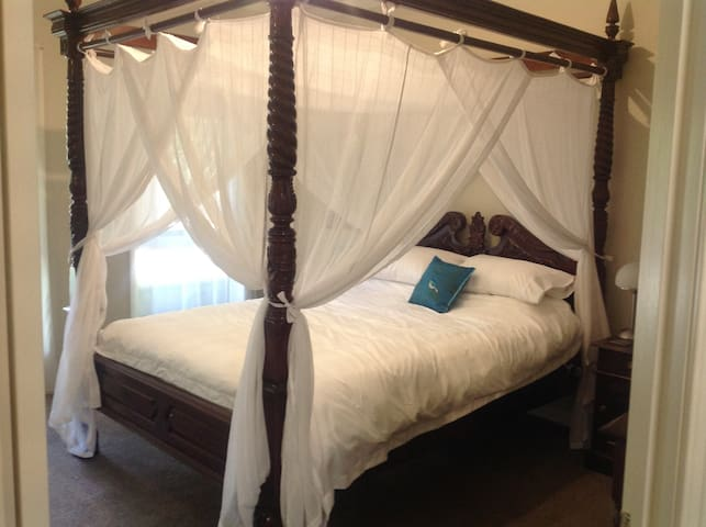 4 poster bed with full netting and electric blanket.