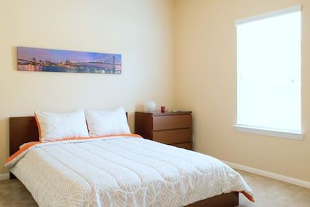 The Golden Gate Bridge Room - Queen Size Bed - Cypress - Maison