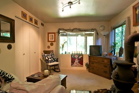 Private in law  in natural setting - Woodacre - Other