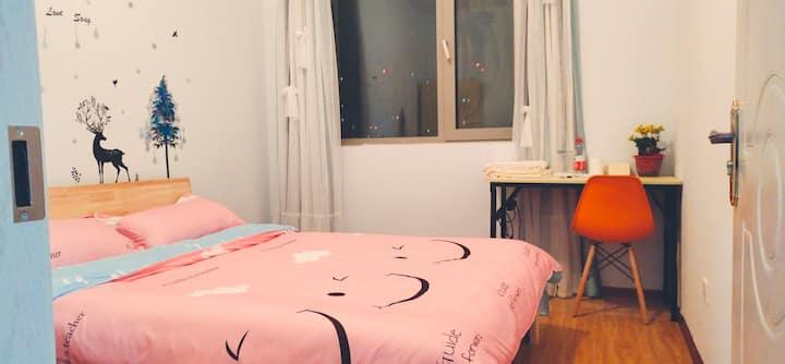 c温馨双人床,简约,实惠,安静舒适,出差歇脚好地方哈