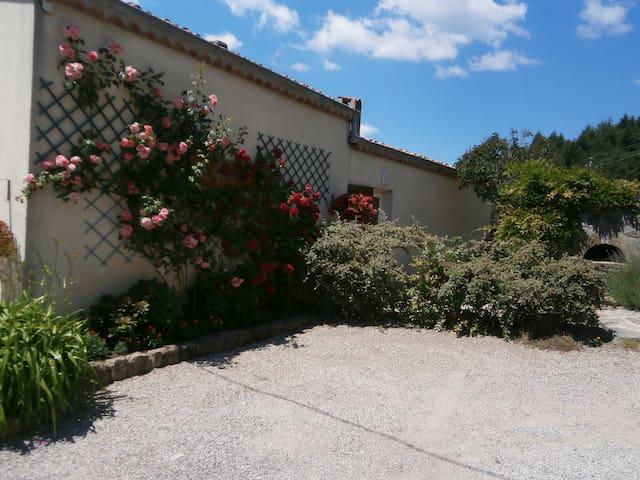 Gîte Lou Soulé - Parc Naturel des Monts d'Ardèche - Saint-Jean-Chambre - House