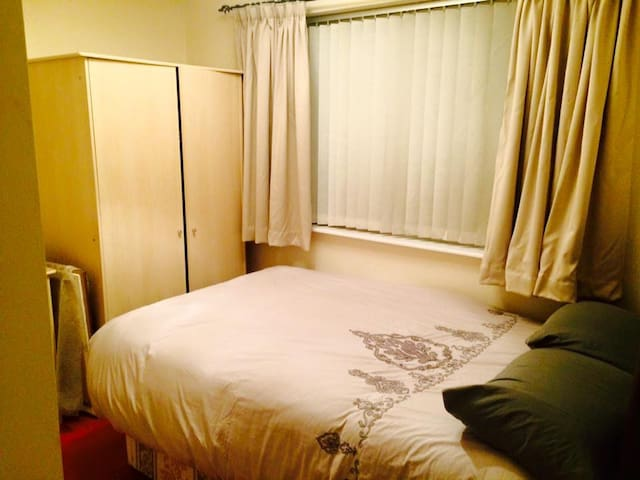 Double bedroom in a flat - Coventry - Daire