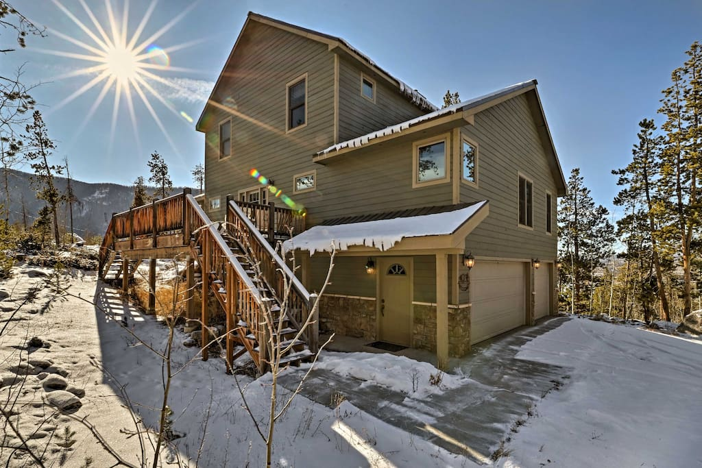 Enjoy a quiet central location near RMNP and downtown!