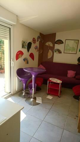 Chambre au RDC, donnant sur un patio