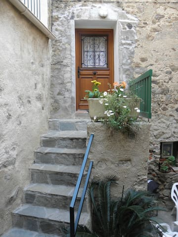 location entre mer et montagne - Belgodère - House