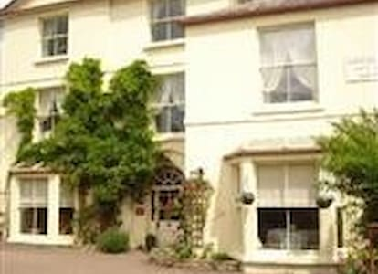 Portland House UK Self Catering - Whitchurch - Hus