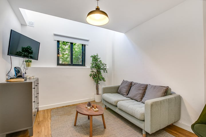 STAY&CO - Stylish 1BR Service Apartment in Crardal