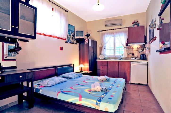 Basic Room at IkariaStudios (R)