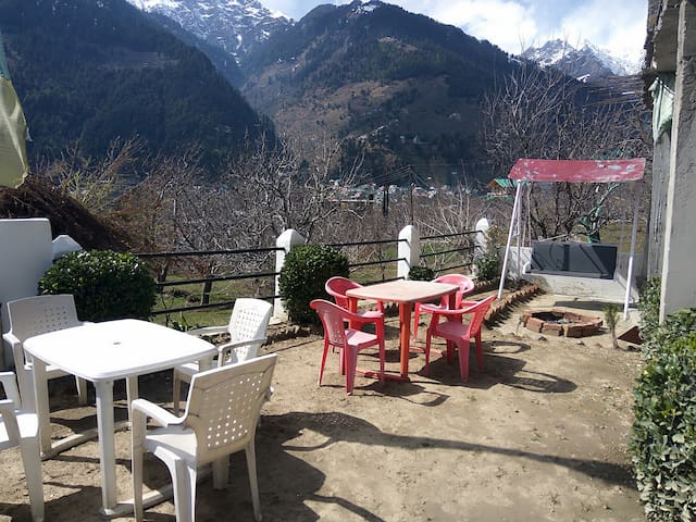 Blue mountain view homestay - Manali - House