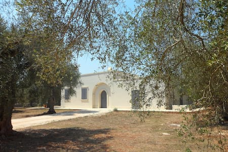 GORGEOUS VILLA NEAR THE SEA, IN THE OLIVE GROVE - Spongano - Vila