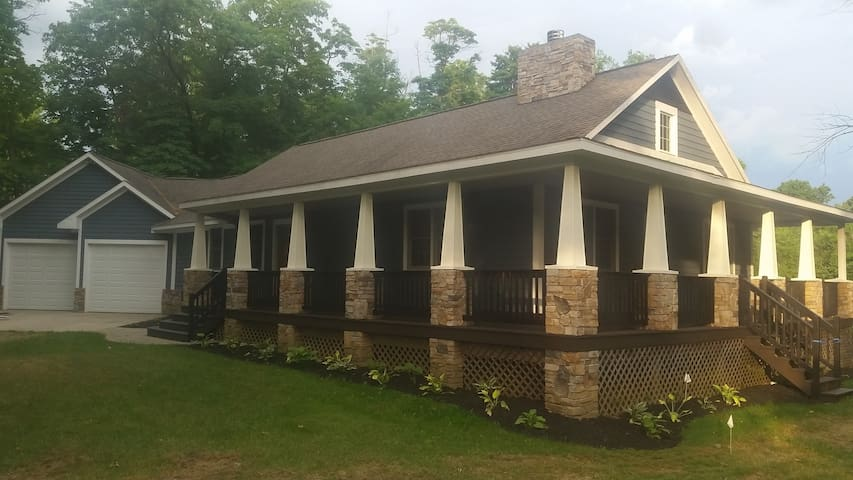 Secluded acerage in Saugatuck-Sleeps 14!-New 2017