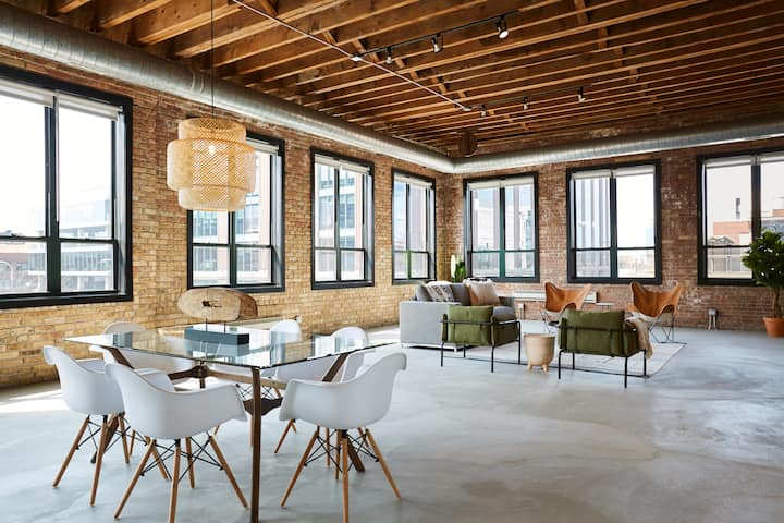 Penthouse 3BR Loft In West Loop, 14+ Day Rentals