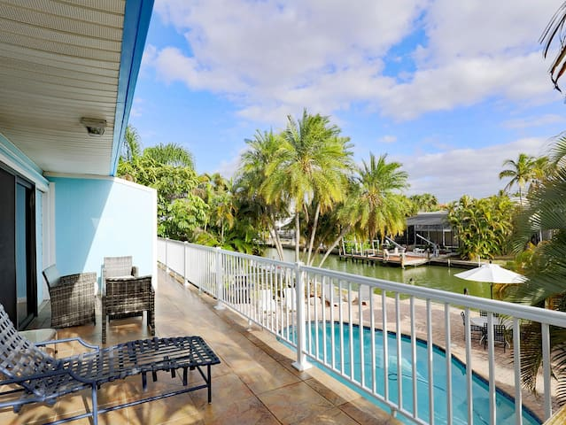Amazing pool apartment 450ft to beach,Bahia Villas