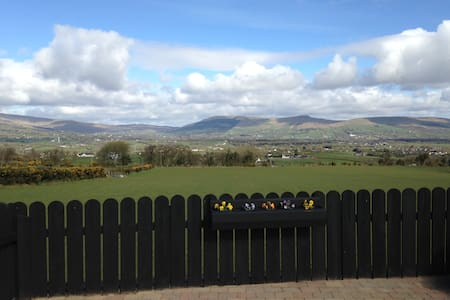 Hilltop family friendly bunglow - Draperstown
