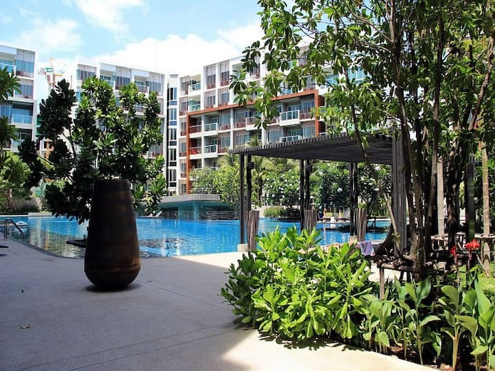 1-bedroom apartments with big swimming pool