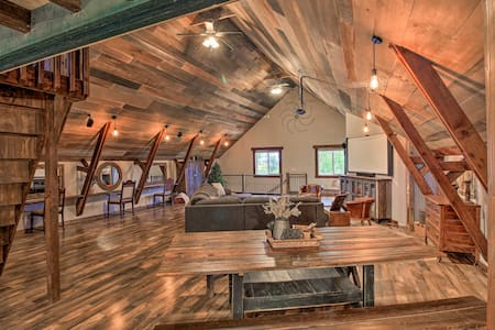 'The Boars Abode' Renovated Barn Home in Donnelly!
