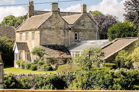 Exquisite Grade 11 Listed Chestnut Cottage - Wiltshire - Ház