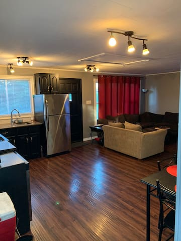 3 bedroom 2 bathroom house  downtown collingwood