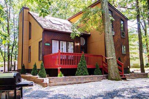 Cozy Adventure Cabin. Near The Best of the Poconos