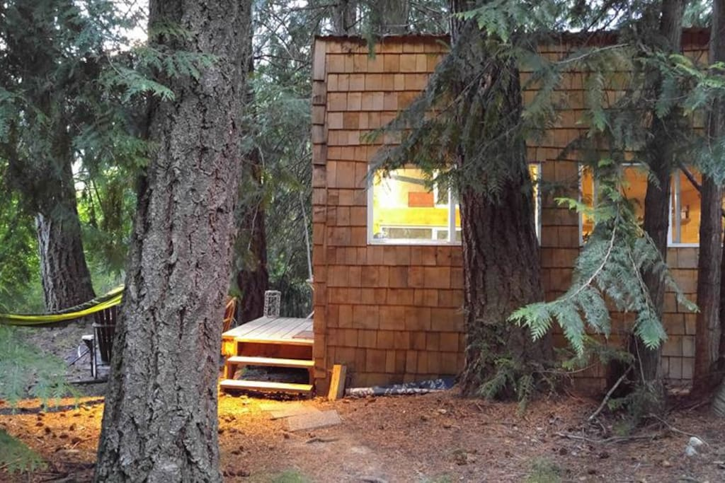 Up the creek rustic retreat cabins for rent in pemberton for Pemberton cabins