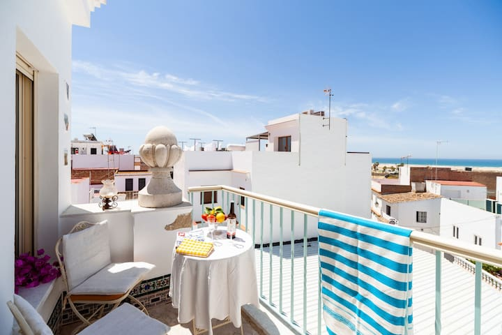 Charming Studio Apartment in Historical Centre Close To Beach with Rooftop Terrace, Balcony, Air Conditioning & Wi-Fi