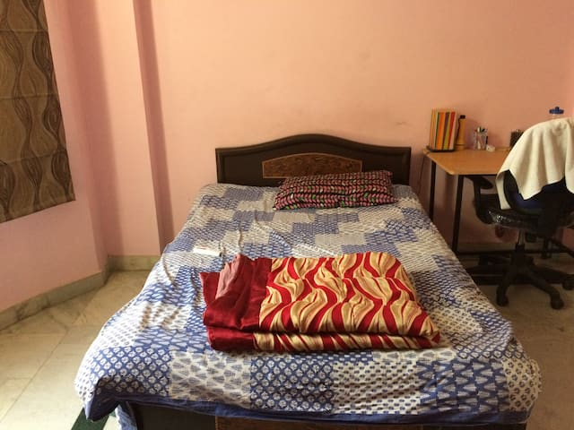 Stay in DLF Phase 1 Gold Course Road - Gurugram - House