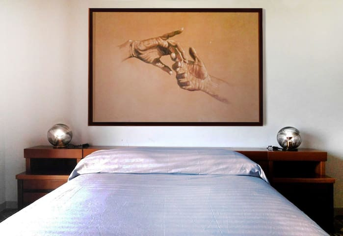 Confortevole stanza Matrimoniale per un soggiorno in pieno Relax
