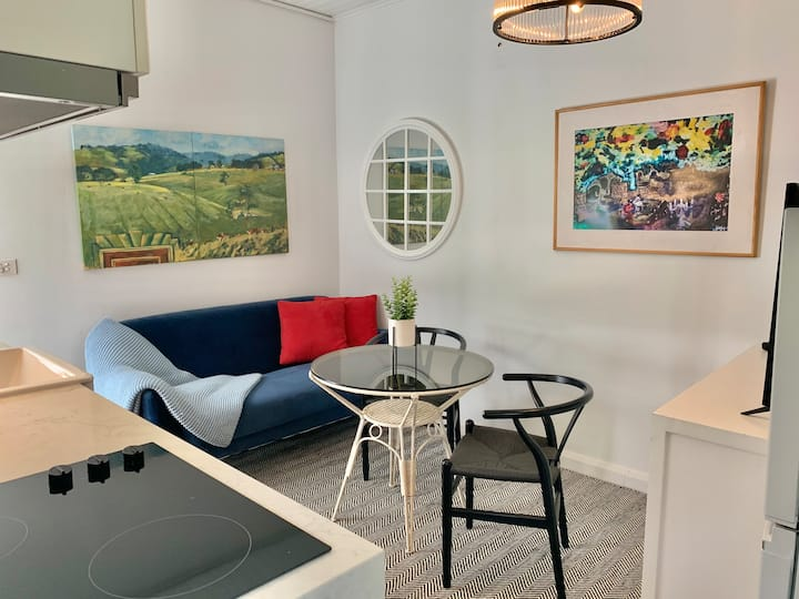 Stylish Private Studio for 2★Close to Beach★Free WiFi★Netflix★Parking
