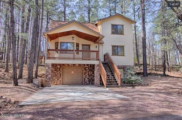 Cozy Pinetops Lakes Country Club Cabin