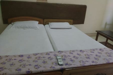 Budget friendly A/c room @ Madhapur - Hyderabad - Apartment