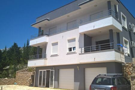 Modern with 180 Deg. view close to beach. - Lejlighed