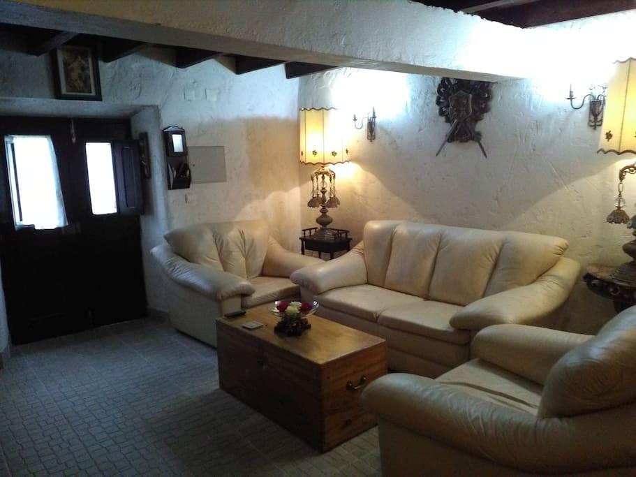 Sala de estar com ambiente confortável/ Living room with a comfortable atmosphere