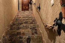 Escalera de acceso a bodega