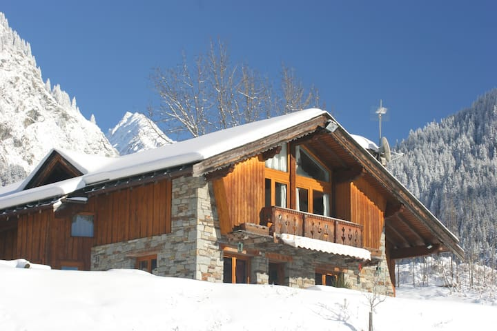 19 Pers Catered Chalet-Swimming Pool-Hot Tub-Sauna