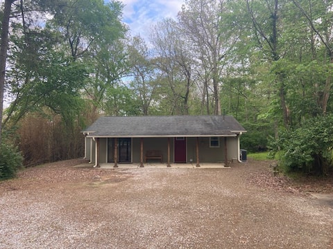 Private & quiet cabin with easy access to Fay!