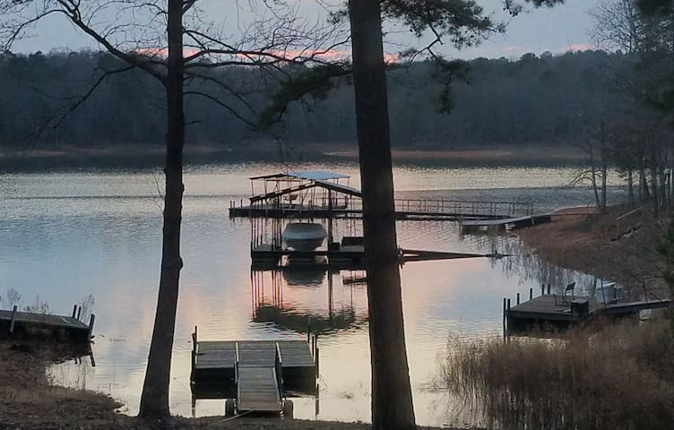 Lake Hartwell- Cozy-Tranquil-The Perfect Getaway