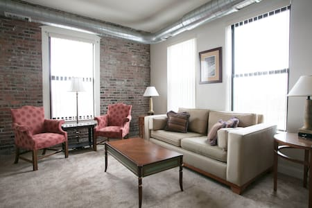 800 sqft 1 Bedroom apartment in downtown Lawrence - Lawrence - Appartement