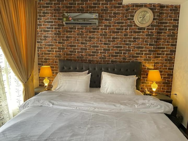1 Bedroom Apartment Luxury Furnished