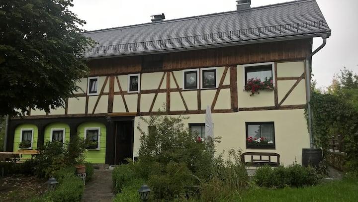Umgebindehaus mit Adler und Empanadas