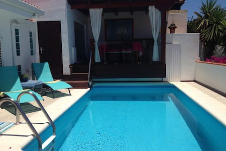Sea view villa with swimming pool, sauna and jacuz - Chayofa - วิลล่า