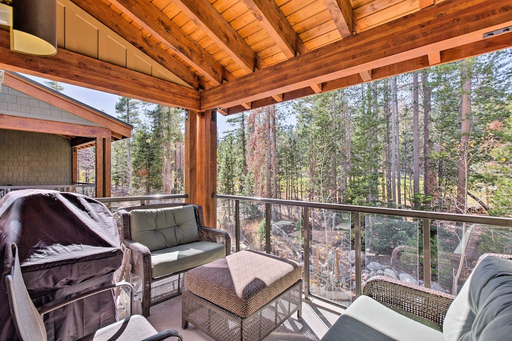Relax on this covered, fully furnished balcony after a day spent in Yosemite National Park - a scenic 1.5-hour drive from this unit.