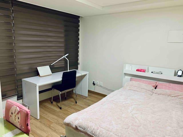프리하우스/ Free House / Subway 1 min / simple house /