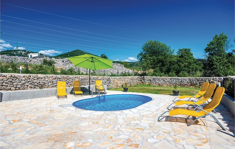 Holiday cottage with 1 bedroom on 46 m² in Krasica
