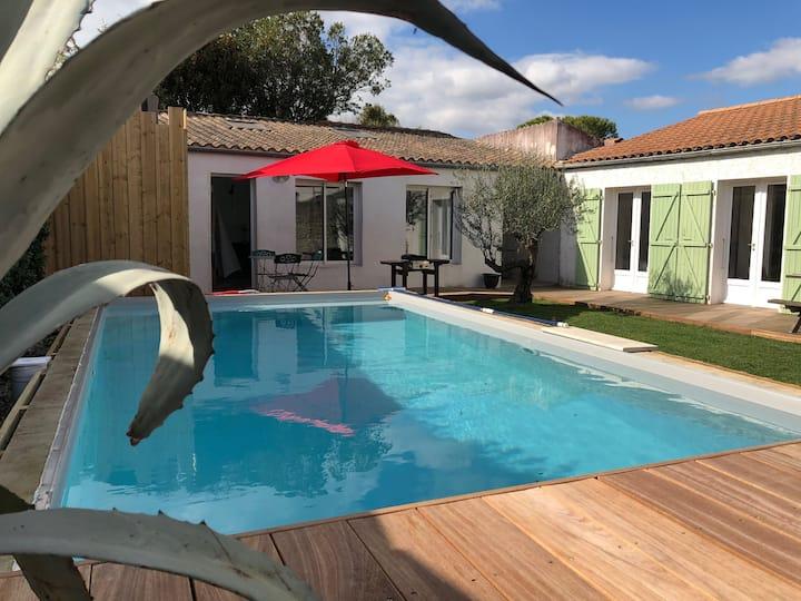VILLA avec piscine proche de La Rochelle