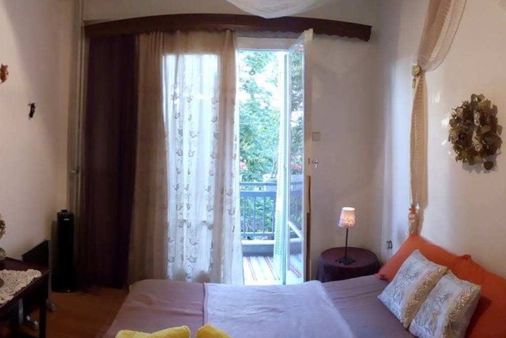 a relaxing and elegant room for a perfect vacation in Athens