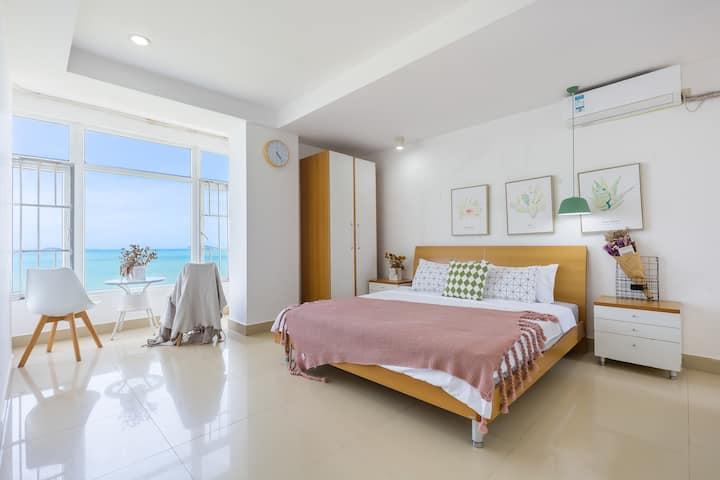 [无敌海景๑凉夏๑两居室套房]提供挡床板/婴儿座椅/沙滩玩具泳圈/一分钟到海滩/三亚椰梦长廊