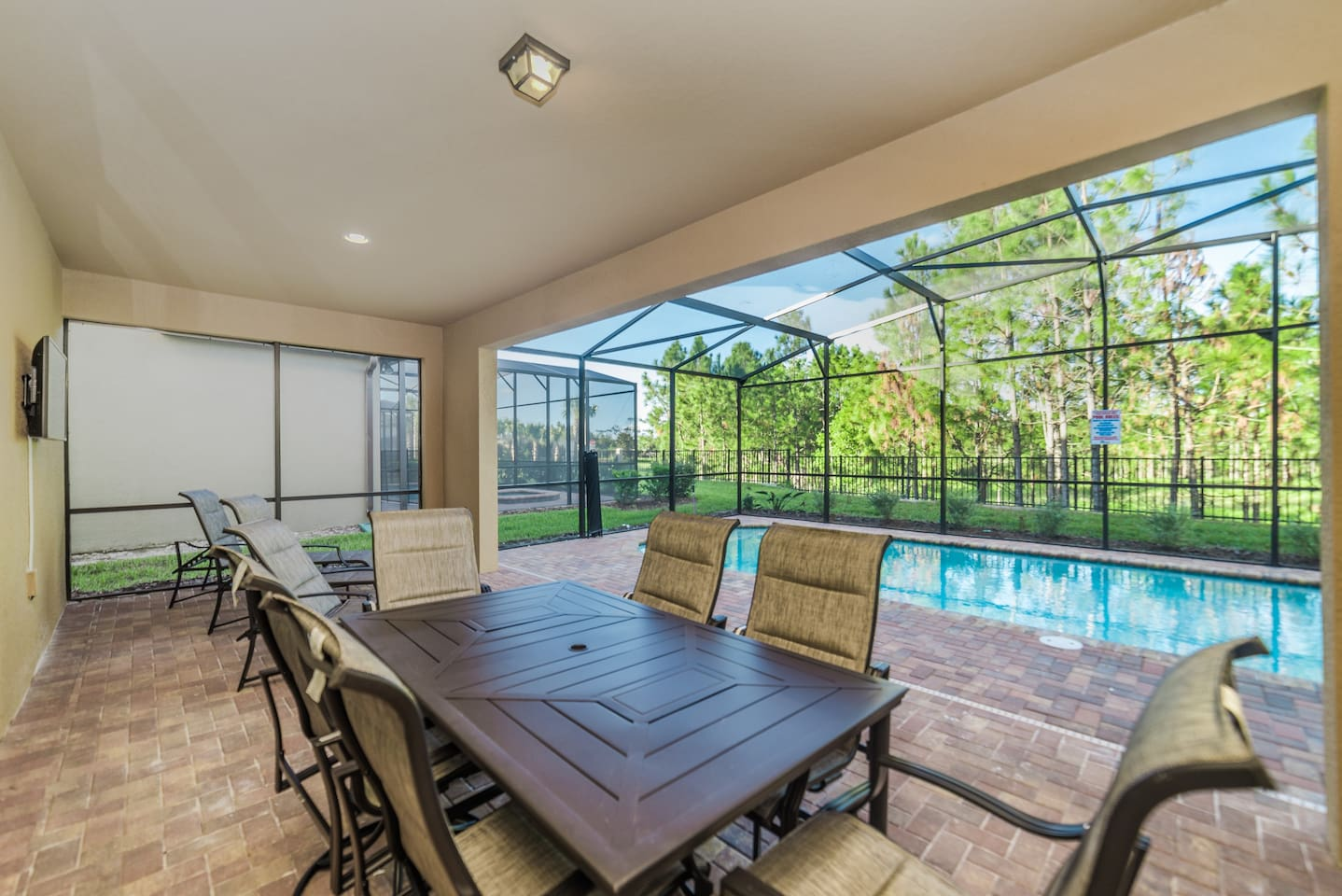 dine on your private pool deck